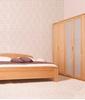 Pohištvo VIVA + je izdelana iz masivnega bukovega lesa z različno površinsko obdelavo. Kolekcijo Viva+ najdete tudi v izvedbi masivnega smrekovega lesa.